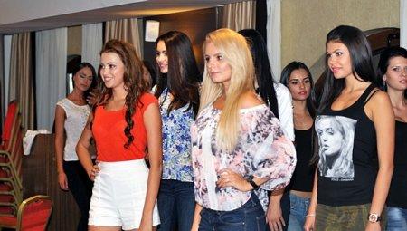 На титул «Мисс Украина Вселенная – 2013» претендуют экс-холостячки Елена Ряснова и Валерия Козлова. Фото