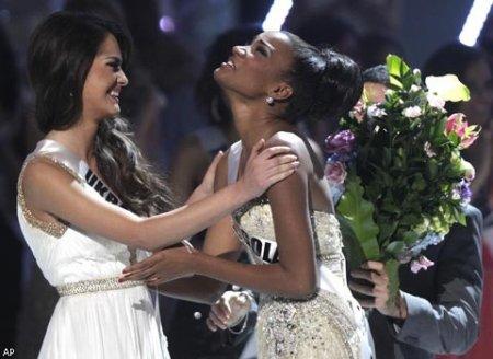 Украинка Олеся Стефанко стала первой вице-мисс на конкурсе «Мисс Вселенная— 2011». Видео