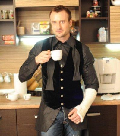 Принц Френсис Мэтью сломал руку на съемках «Холостяка-2». Видео
