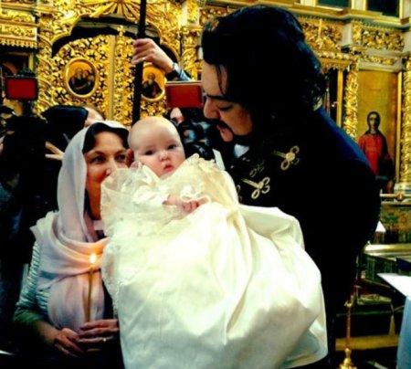 Филипп Киркоров покрестил дочь Аллу-Викторию в Вербное воскресение. Видео