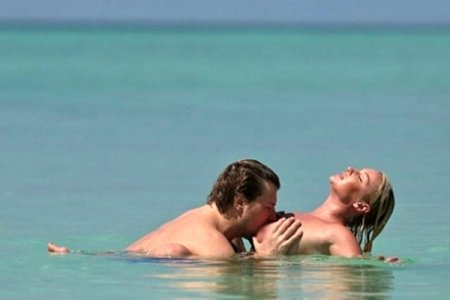 Сюткин снял Баскова, целующего голую Волочкову. Фото