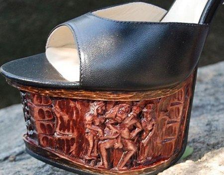 Ирина Билык носит босоножки  на каблуке в форме мужского полового органа. Фото